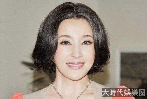 劉曉慶發福膀大腰圓,耳朵長度驚人和臉連一起,65歲臉上沒皺紋