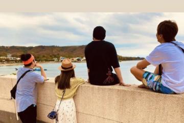 周杰倫回應新專輯進度,帶妻兒游水族館,女兒與白鯨搞笑互動
