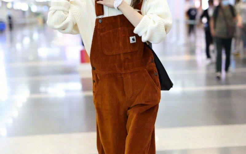 33歲超模劉雯現身機場,罕見素顏皮膚狀態佳,五萬元手錶十分搶鏡