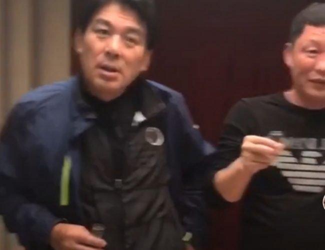 67歲朱時茂與好友聚餐 被人敬酒還裝耳背