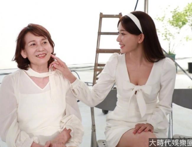 林志玲和媽媽合照曝光,母女同框像是姐妹