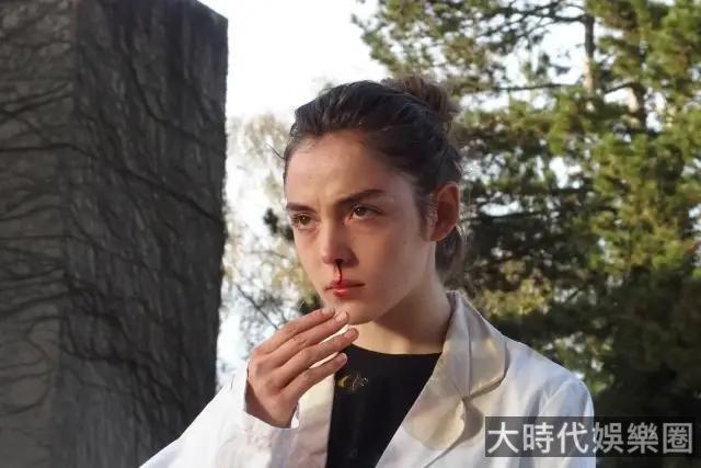 不愧是才華橫溢的美女導演,第三部電影就奪下了戛納最佳!