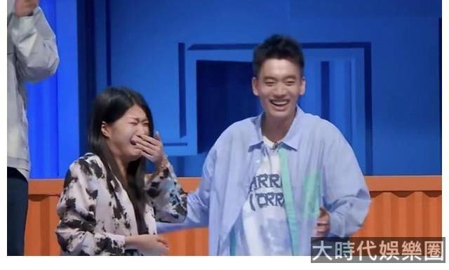 楊蒙恩在《脫口秀大會》求婚,發博宣布求婚成功,楊笠哭成了淚人